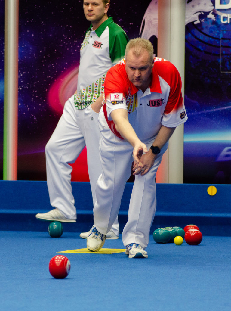 Scotland's Darren Burnett is through to the second round ©World Bowls Tour