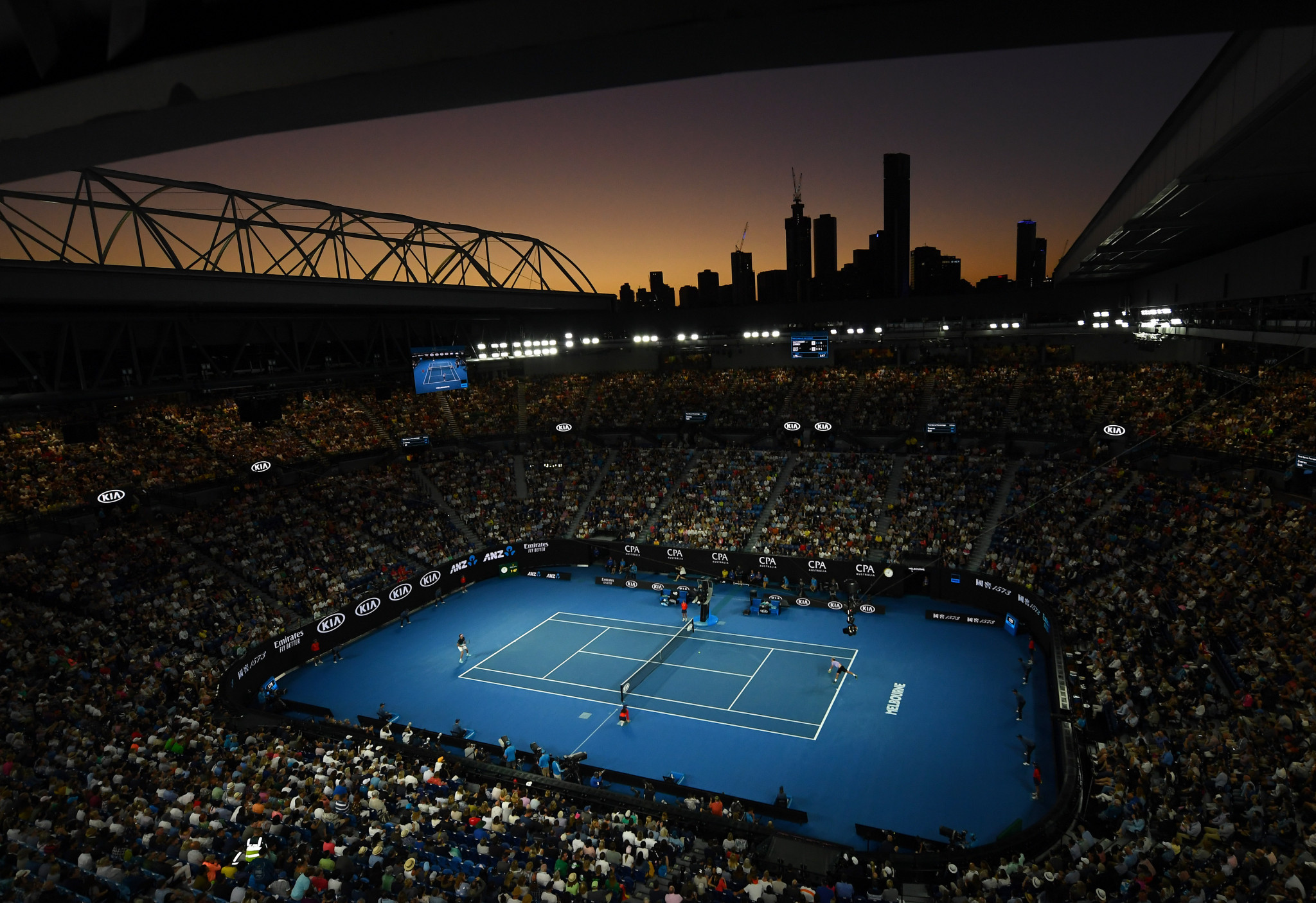 The crowd stayed late again as competition continued in Melbourne ©Getty Images