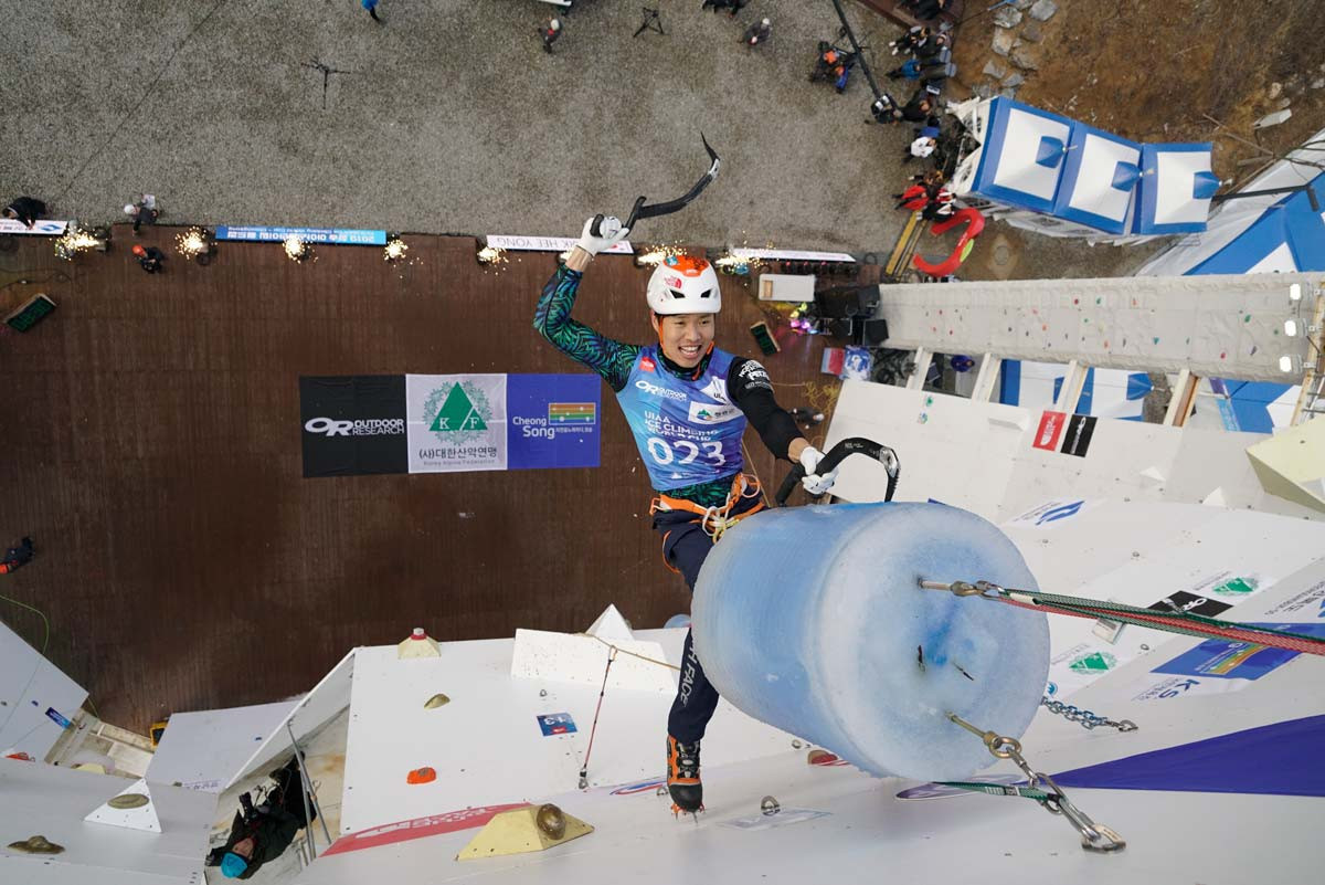 Russians top semi-final standings at UIAA Ice Climbing World Cup in Beijing