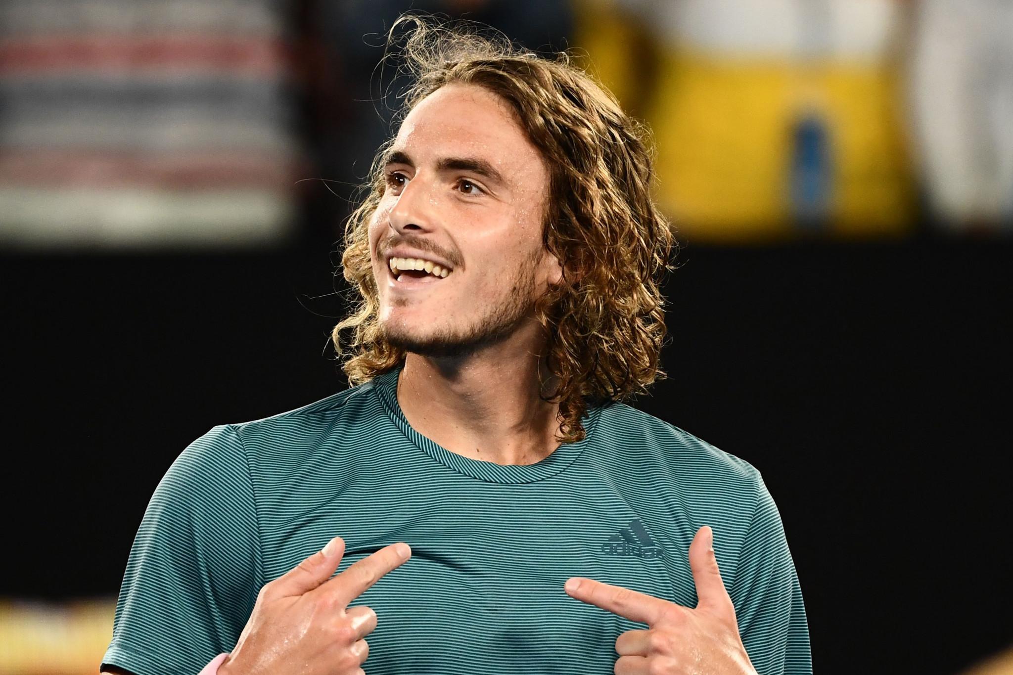 Tsitsipas stuns Federer to reach Australian Open quarter-finals