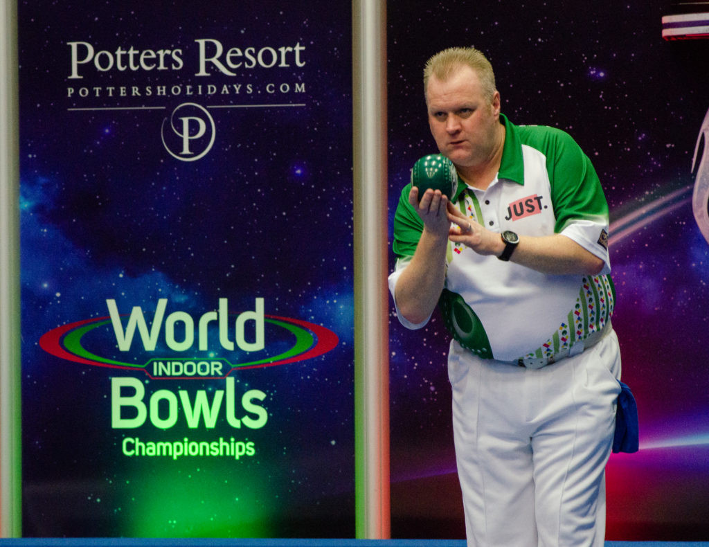 Scotland's Darren Burnett booked his place in the men's singles quarter-finals ©World Bowls Tour