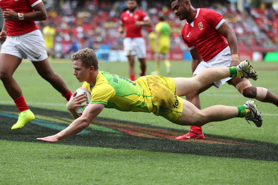 Australia edge through to men's quarter-finals as Ireland women make history at World Rugby Sevens Series