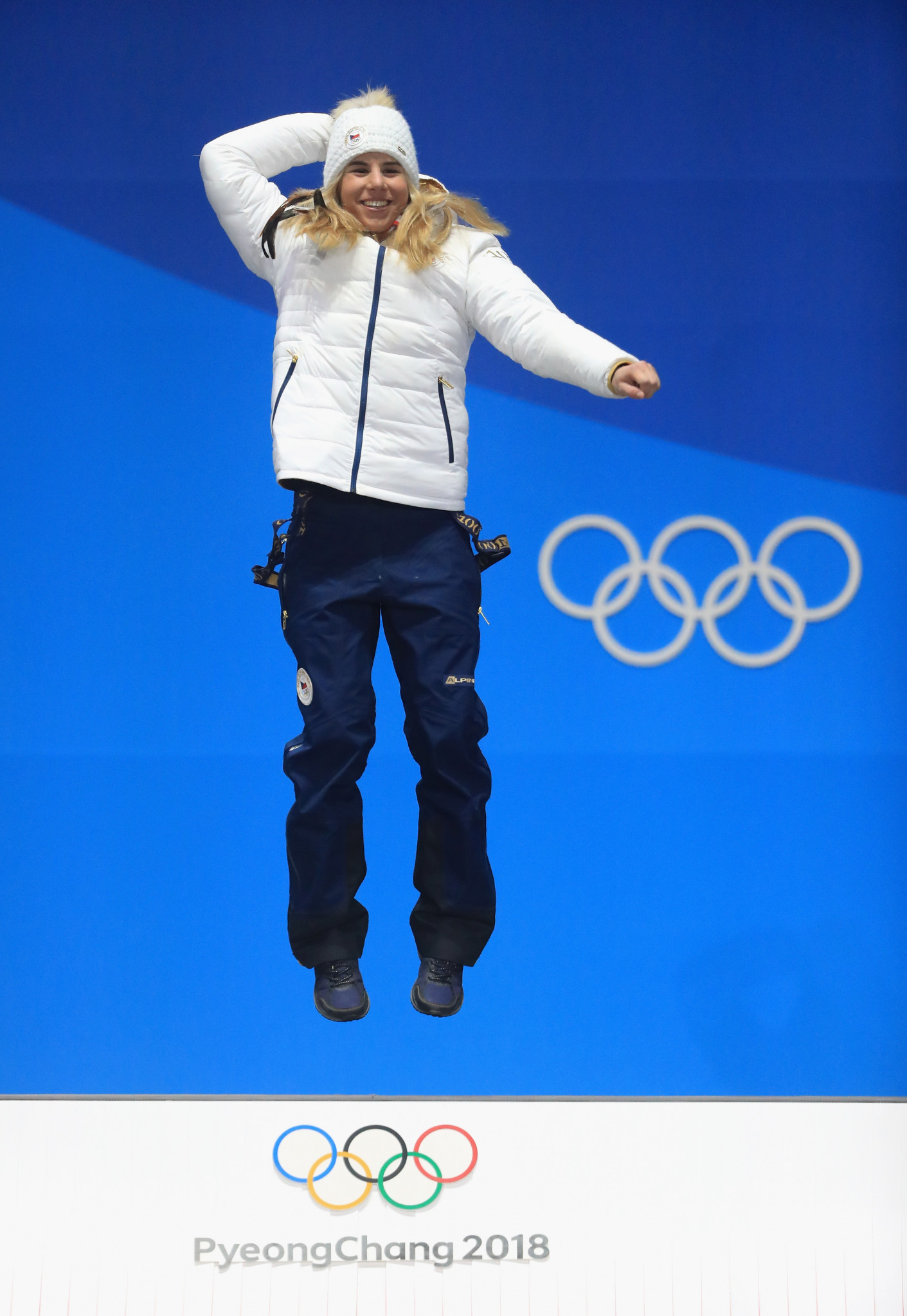 Ester Ledecká celebrates her unique Olympic ski/snowboard double at Pyeongchang 2018 Games - just the thing for the sport's promotion believes Gian-Franco Kasper ©Getty Images