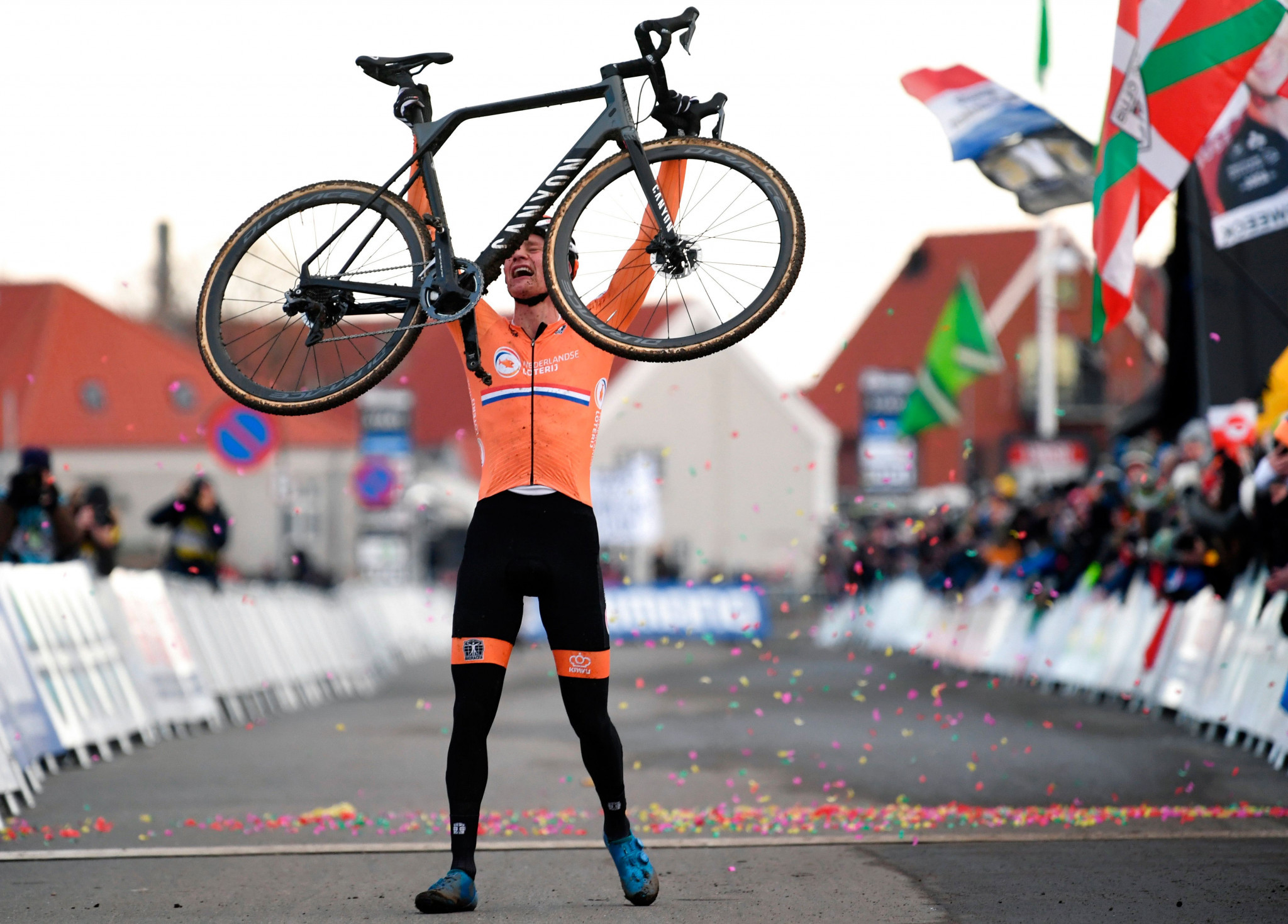 Van Der Poel victorious at UCI Cyclo-Cross World Championships as unbeaten season continues