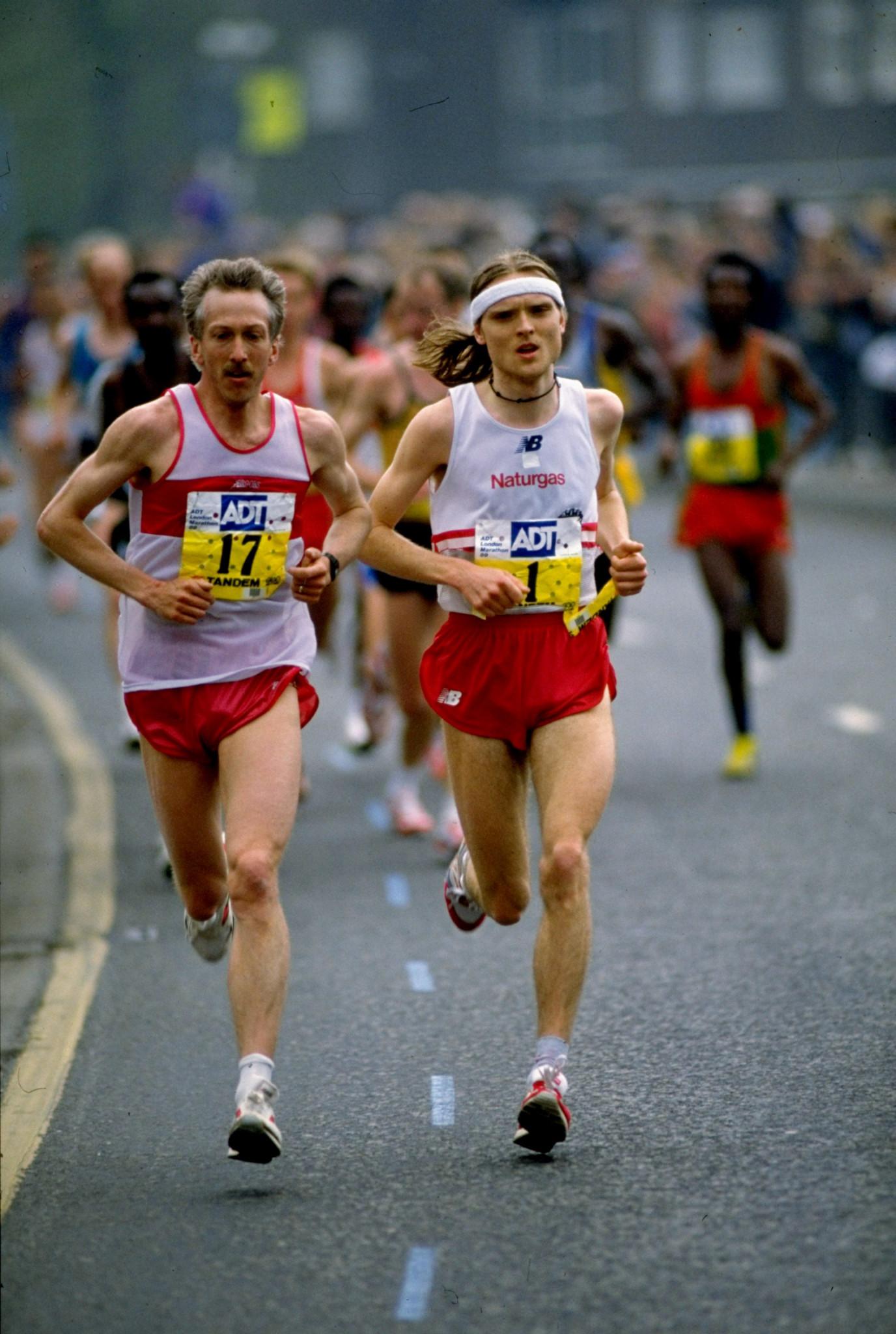 Denmark's Henrik Jørgensen, right, in 1989 defending his London Marathon title ©Getty Images