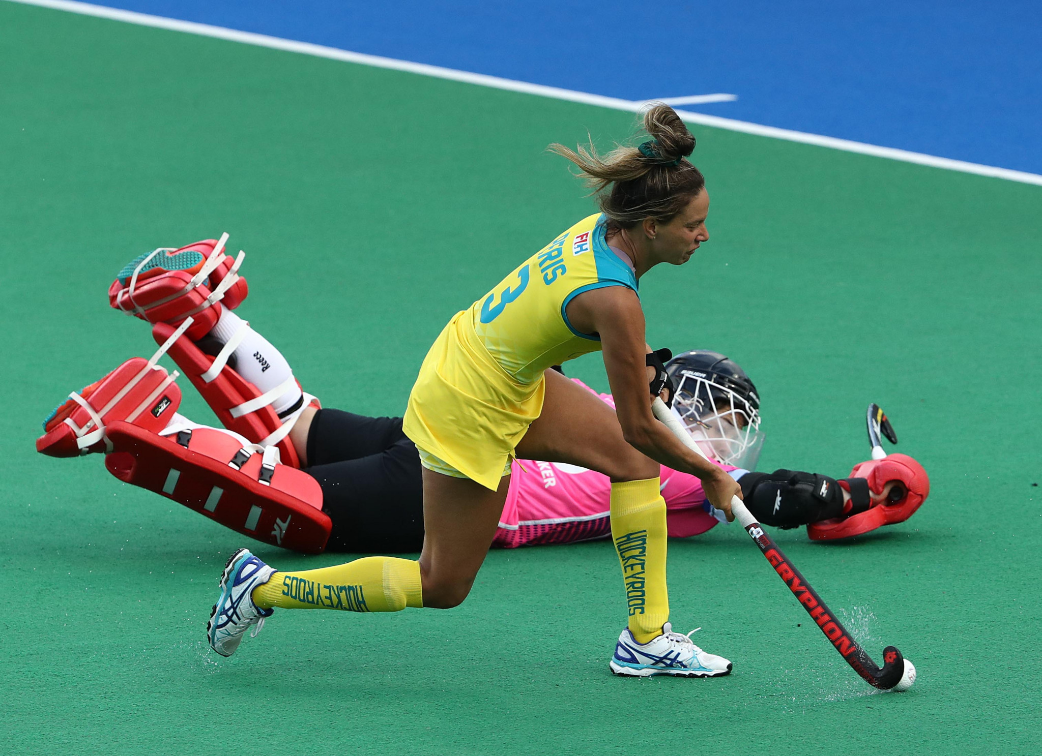 Australia's women beat Germany in a shoot-out to record their second win in as many days ©Getty Images