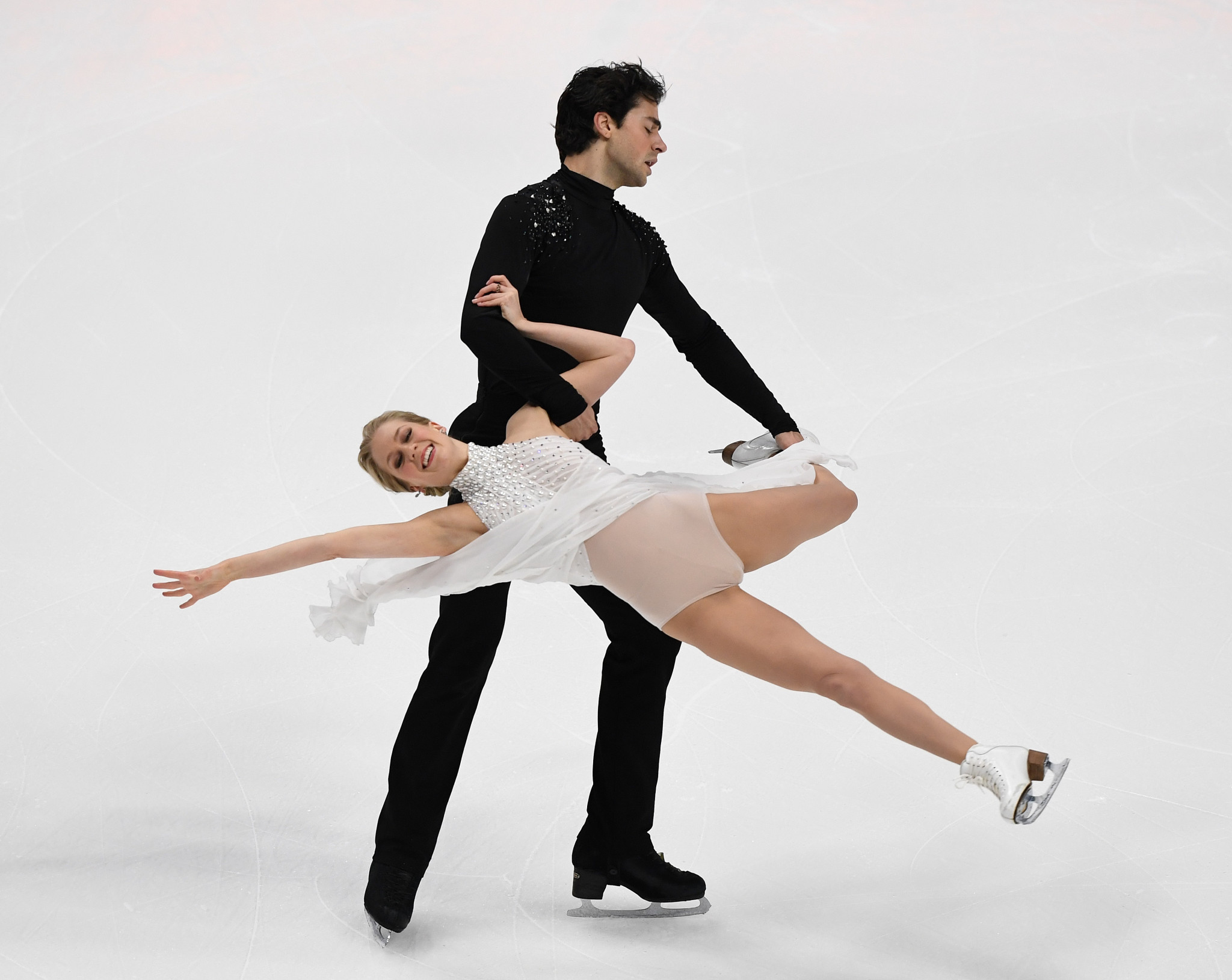 Kaitlyn Weaver and Andrew Poje claimed the silver medal in Anaheim ©Getty Images