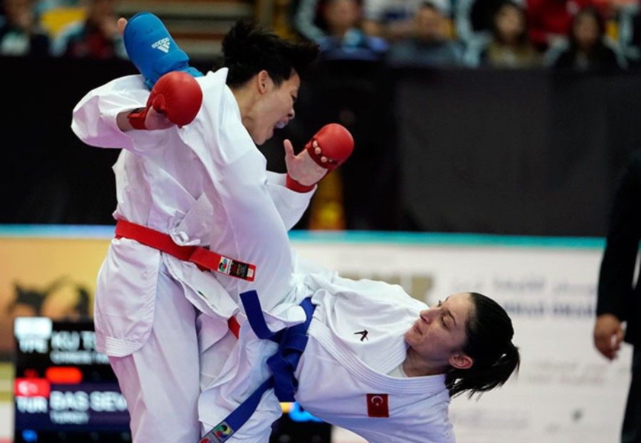 Several closely fought kumite semi-finals took place on the second day of action ©World Karate Federation