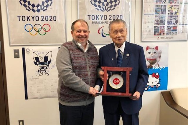 ISSF President Vladimir Lisin, left, met his Tokyo 2020 counterpart Yoshirō Mori on a visit to the Japanese capital ©ISSF