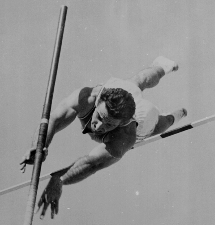 Don Bragg was one of the last pole vaulters to compete using a metal pole ©Getty Images