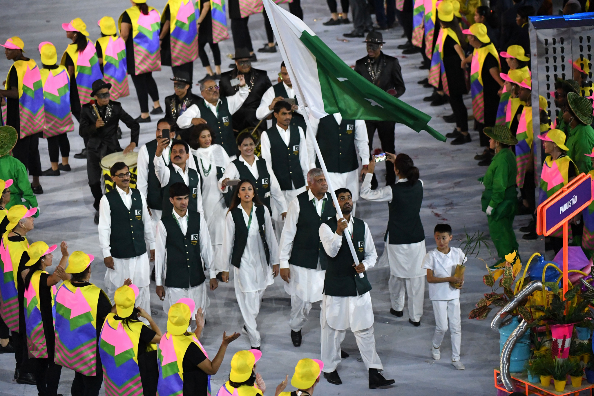 Ghulam Mustafa Bashir was Pakistan's flagbearer for the Opening Ceremony of the Rio 2016 Olympic Games ©Getty Images