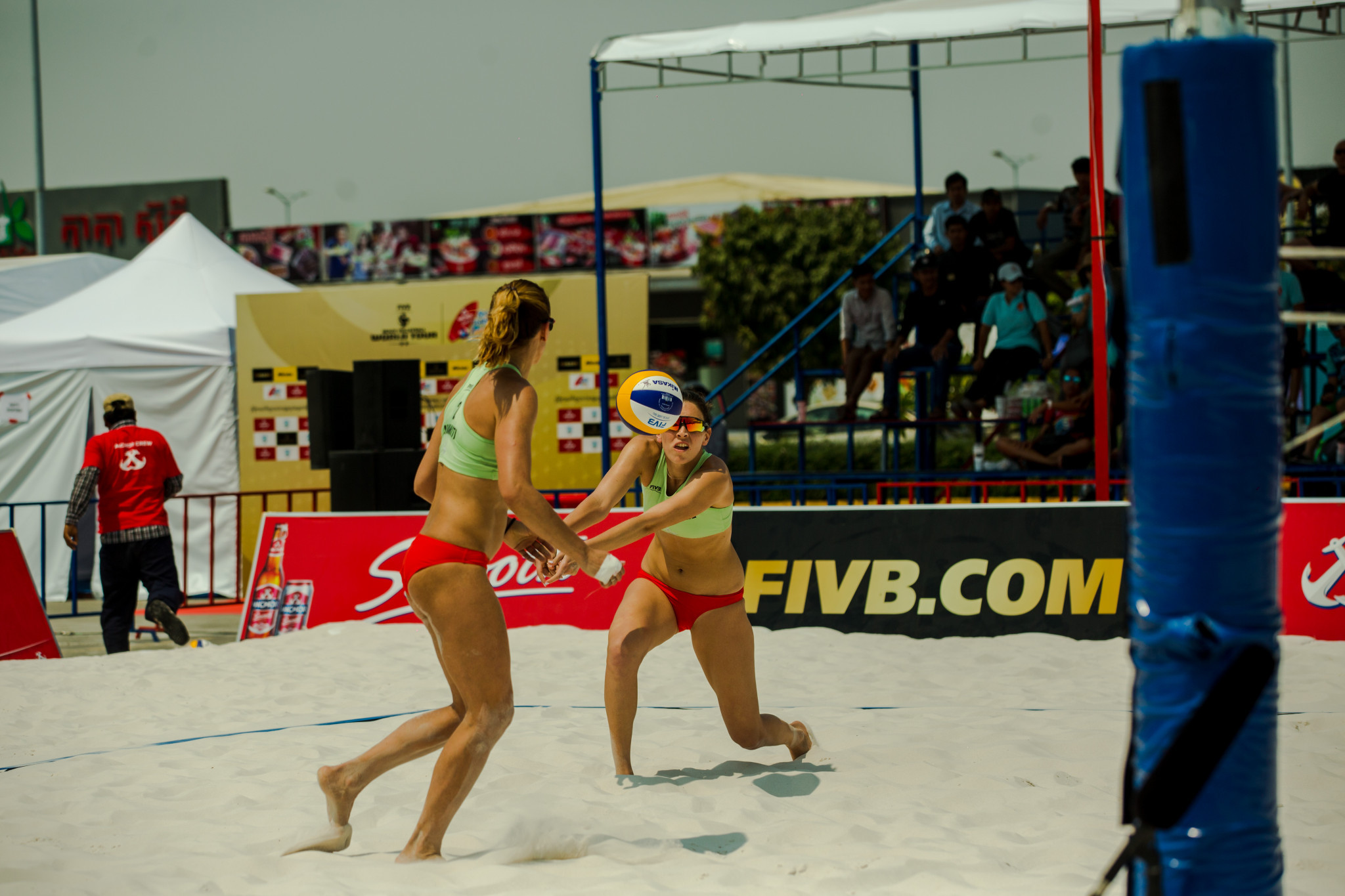 Greece's Panagiota Karagkouni and Vasiliki Arvaniti defeated Japan's Chiyo Suzuki and Yurika Sakaguchi to progress to the final of the FIVB Beach World Tour event in Phnom Penh ©FIVB