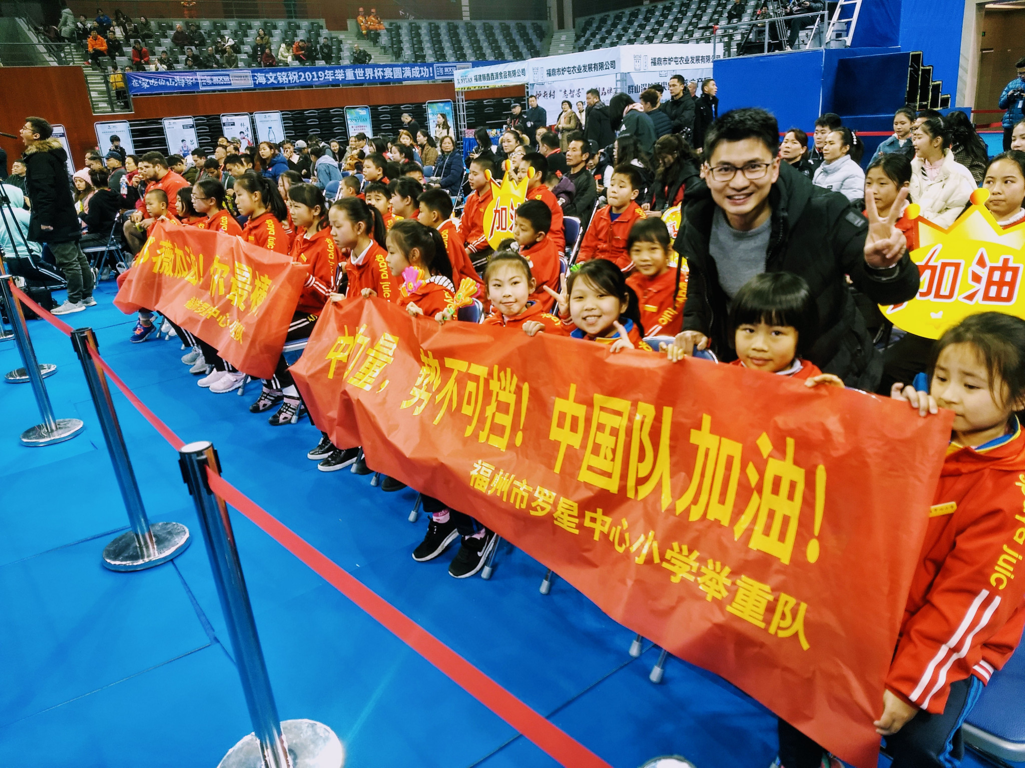 Young supporters of  Deng Wei were in the Mawei Stadium in Fuzhou to watch win the gold medal in the 64kg in the IWF World Cup with a record-breaking performance ©ITG