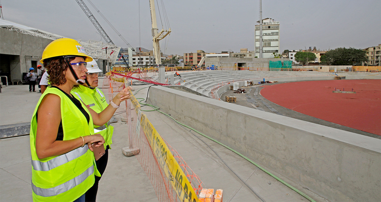 Carlos Neuhaus said he hoped the full athletics track might be laid by the time he returns to Lima ©Lima 2019
