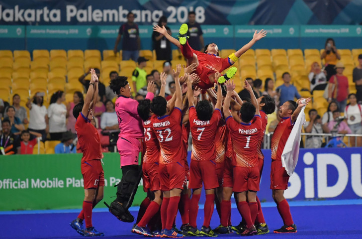 Japan's players celebrate their victory over Malaysia during the men's field hockey final match at the 2018 Asian Games in Jakarta ©Getty Images