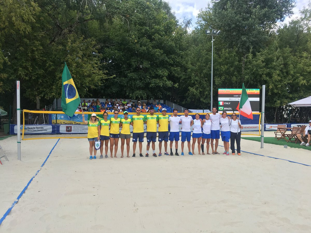 Brazil and Italy line-up for the final of last year's Beach Tennis World Team Championships in Moscow ©ITF/Twitter
