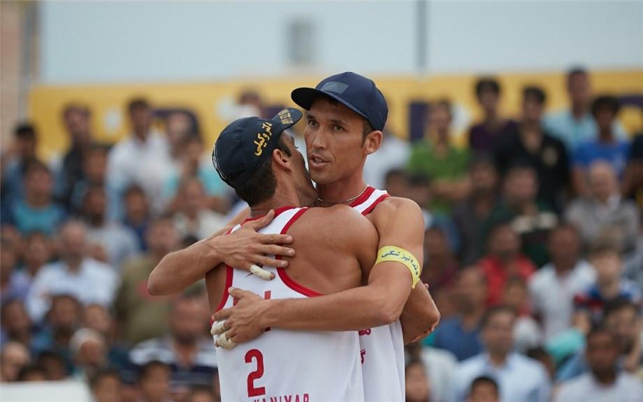 Men's top seeds Arash Vakili and Bahman Salemiinjehbouroun of Iran won their opening pool contest ©FIVB