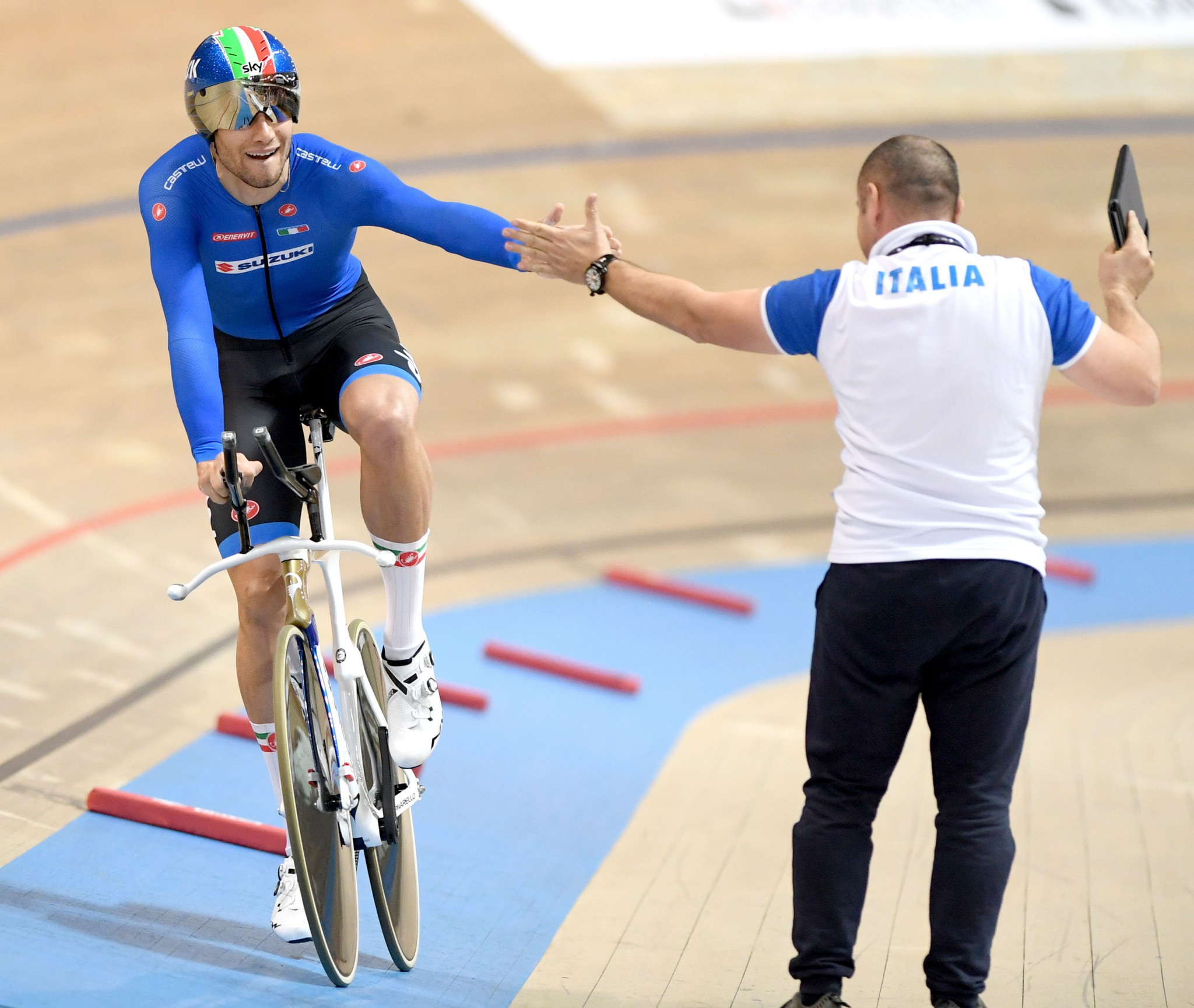 Filippo Ganna defended his men's individual pursuit title ©Getty Images