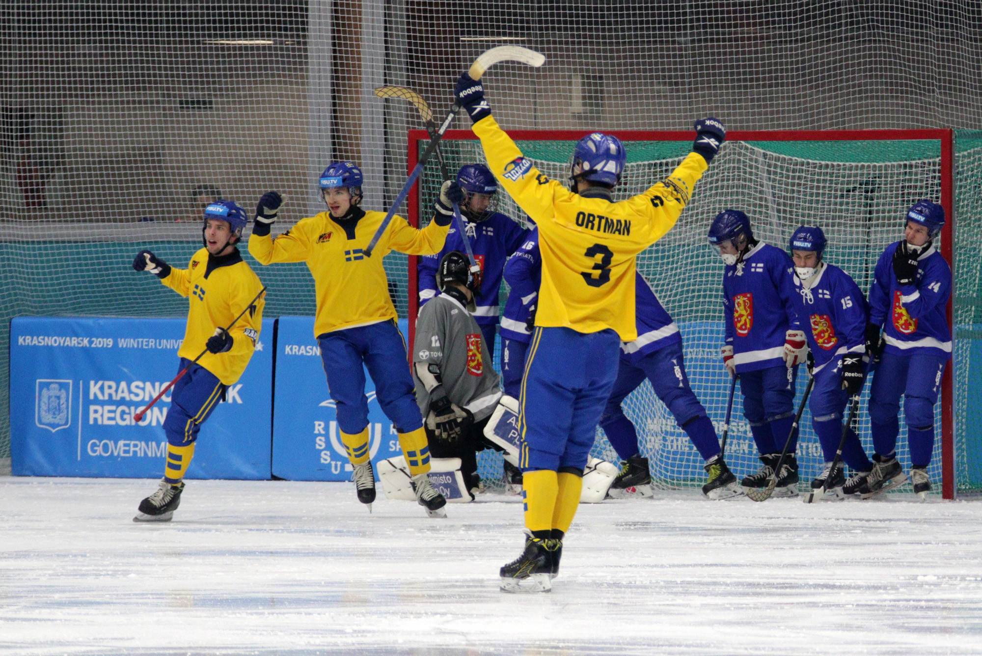 Sweden defeated Finland 10-1 in a preliminary round bandy match at the Yenisei Ice Stadium in Krasnoyarsk ©Krasnoyarsk 2019