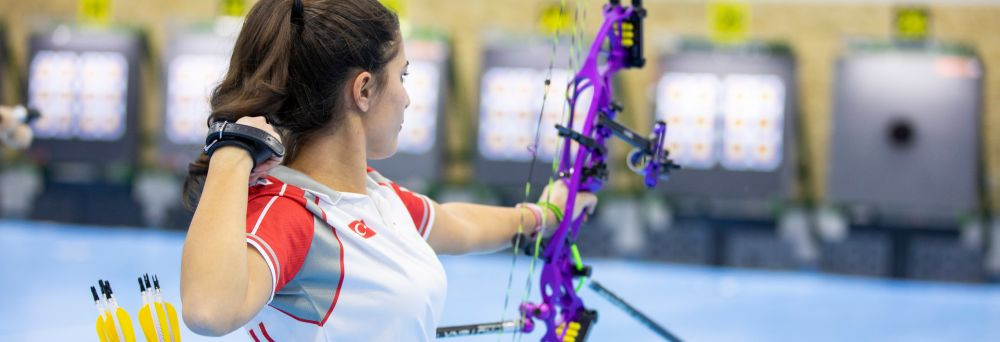 Elmaagacli clinches first major triumph with women's compound gold at European Indoor Archery Championships