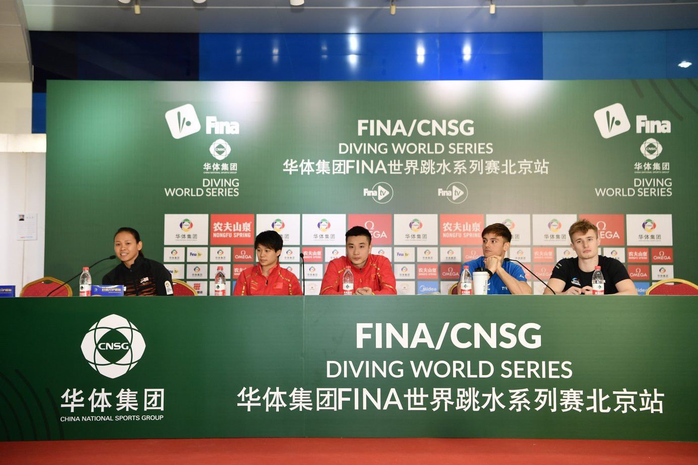 China's Shi Tingmao, left, tells the pre-event press conference for this week's FINA Diving World Series event at Beijing's Water Cube about her new synchro partnership ©FINA
