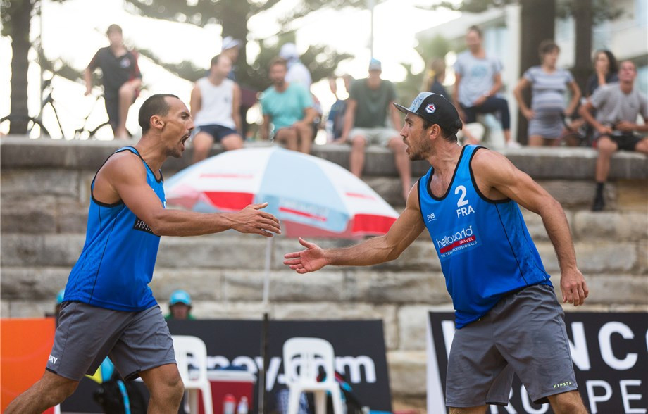 The semi-final challenge of Youseff Krou and Edouard Rowlandson at the FIVB event in Sydney ended when Krou dislocated his shoulder while playing ©FIVB