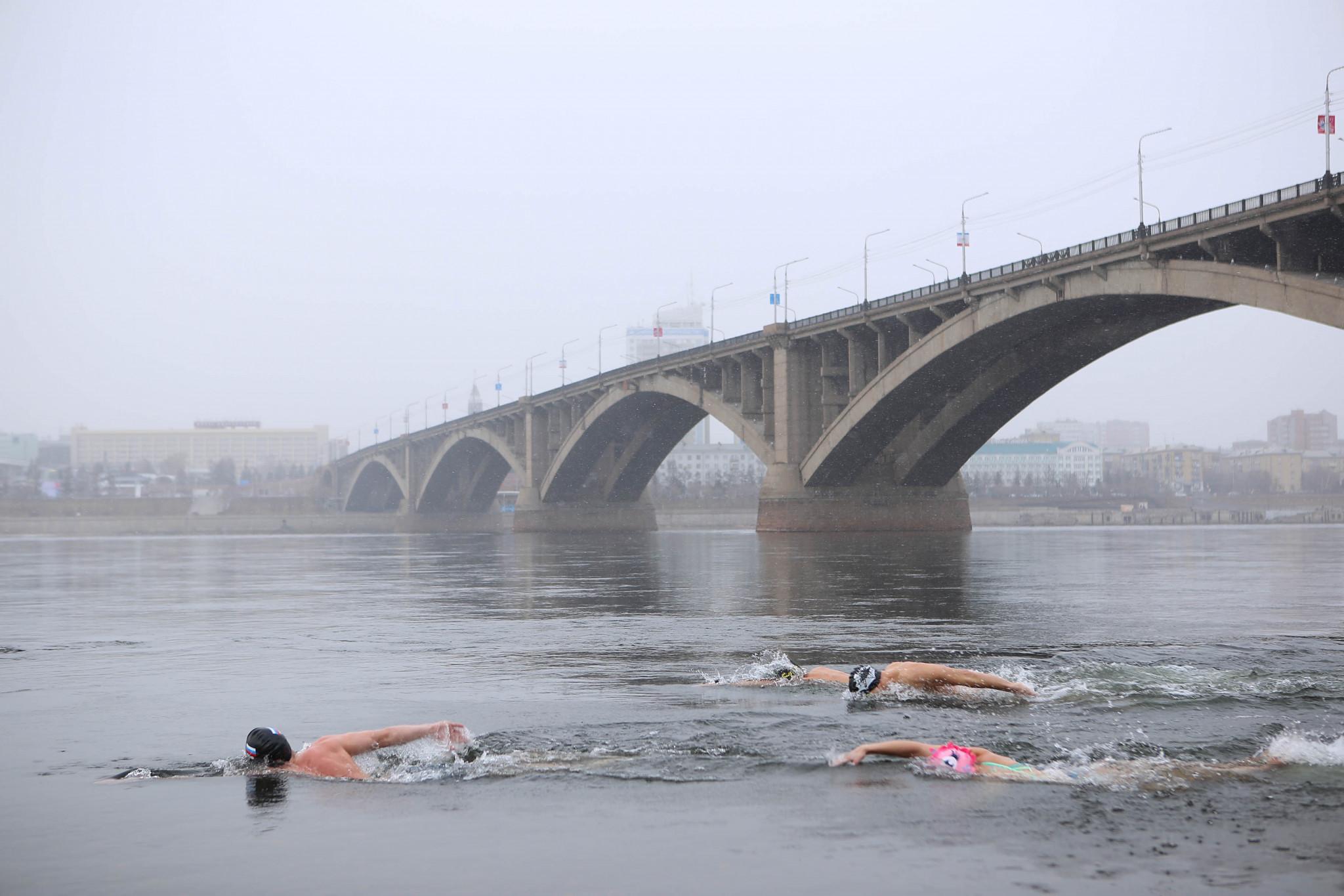 Officials, volunteers and media were invited to join the Krasnoyarsk locals for a swim in the freezing Yenisei River ©Krasnoyarsk 2019