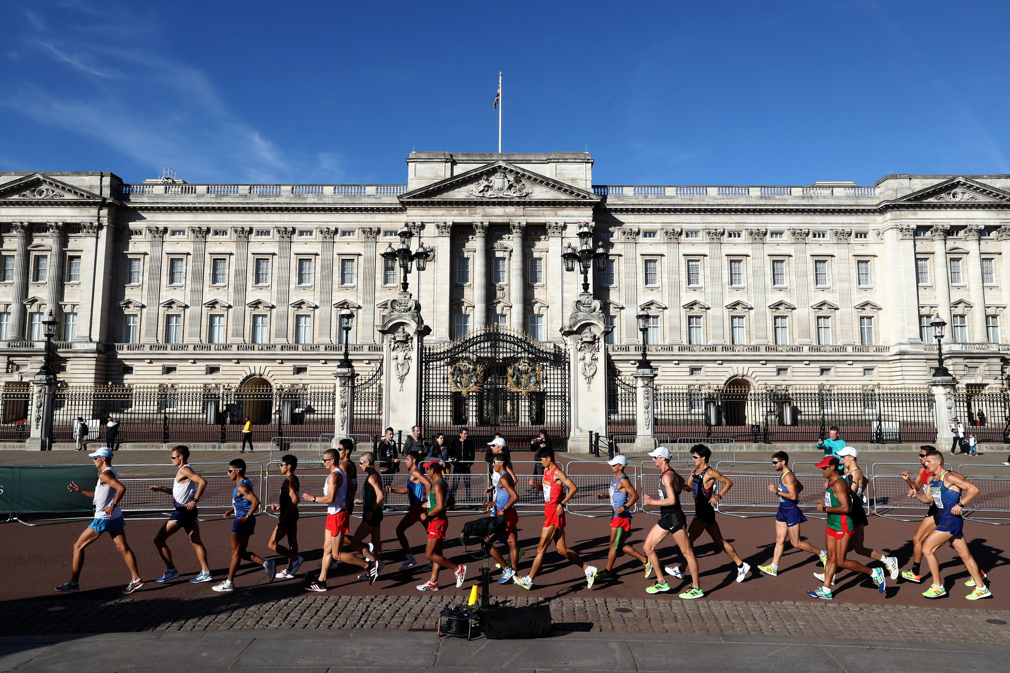 The men's 50 kilometres race walk at the 2017 World Championships in London passes Buckingham Palace but, under newly-agreed recommendations, the distance will be discontinued in international competition beyond Tokyo 2020 ©Getty Images