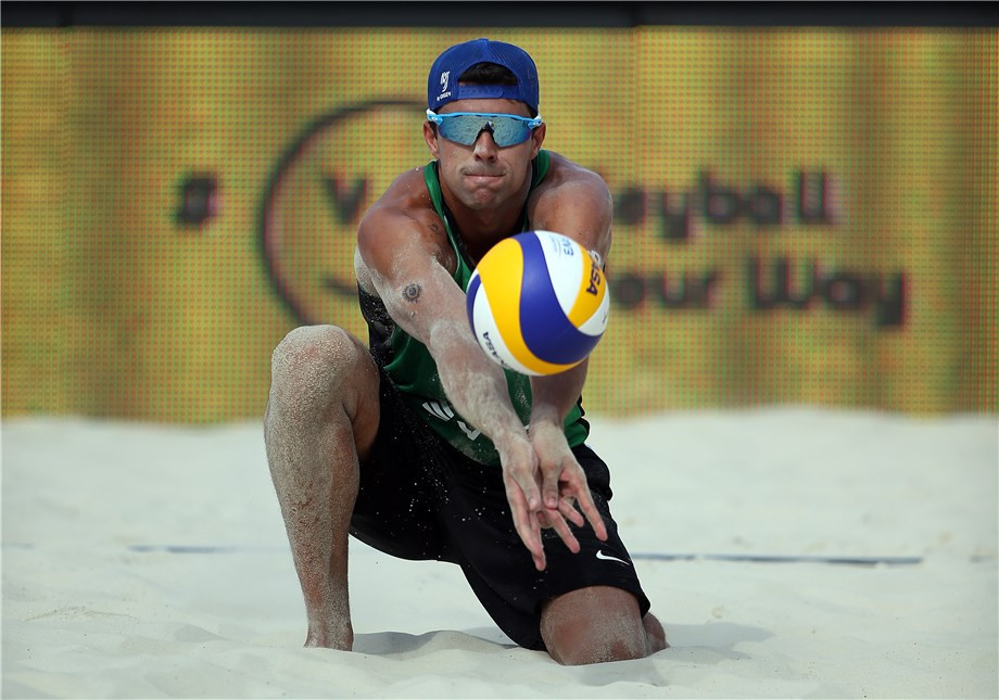 Vitor Felipe and his new playing partner Pedro Solberg have had a winning start to the FIVB Beach Volleyball World Tour event in Doha ©FIVB