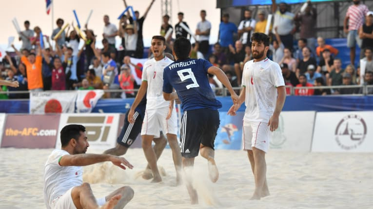 Defending champions Iran were knocked out of the AFC Beach Soccer Championships with a 3-2 loss to Japan ©AFC