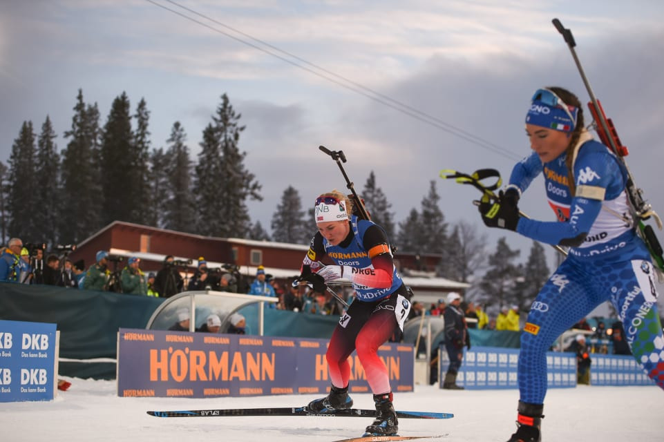 Norway's Marte Olsbu Røiseland, left, en-route to earning gold with Johannes Thingnes Bø in Sweden in the first single mixed relay to be staged at the IBU World Championsihips ©IBU