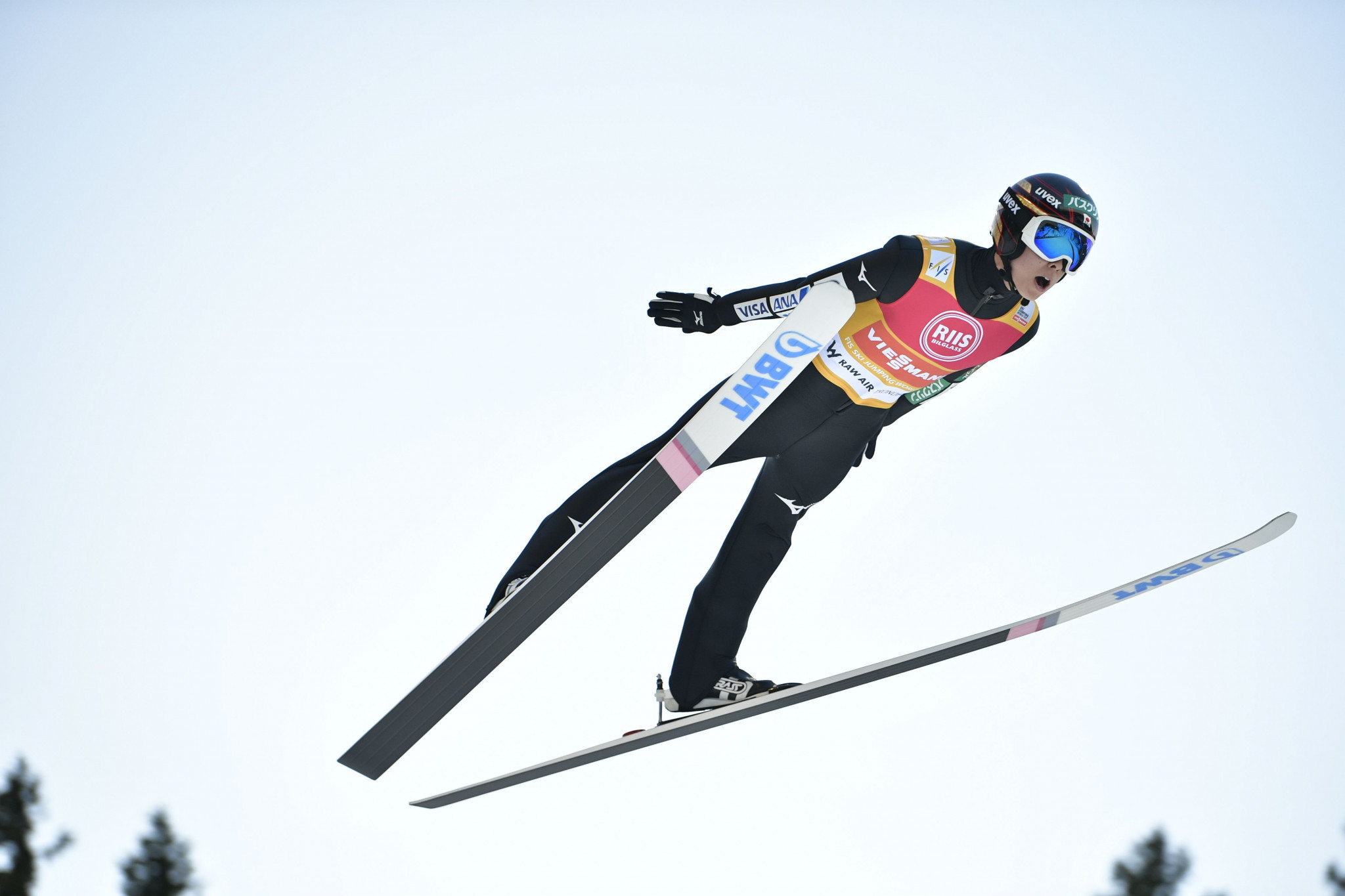 Kobayashi soars past Kraft in qualifying at FIS Ski Jumping World Cup in Vikersund