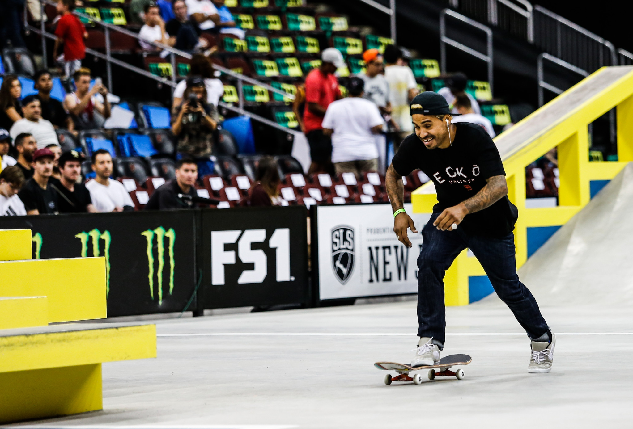 Manny Santiago wins pro street skateboarding title at FISE Battle of the Champions