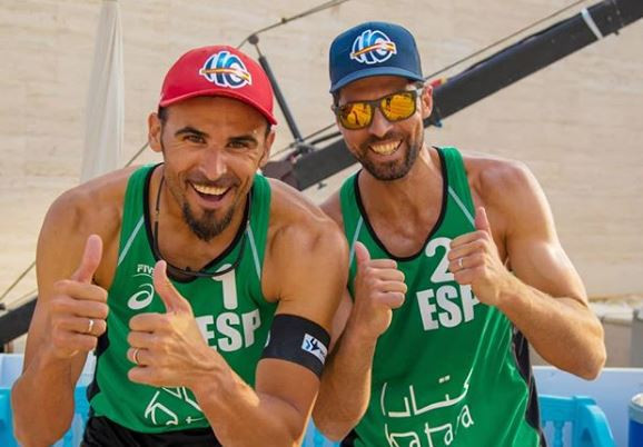 Spain's Pablo Herrera and Adrian Gavira won the bronze medal at the FIVB Beach Volleyball World Tour in Doha ©instagram