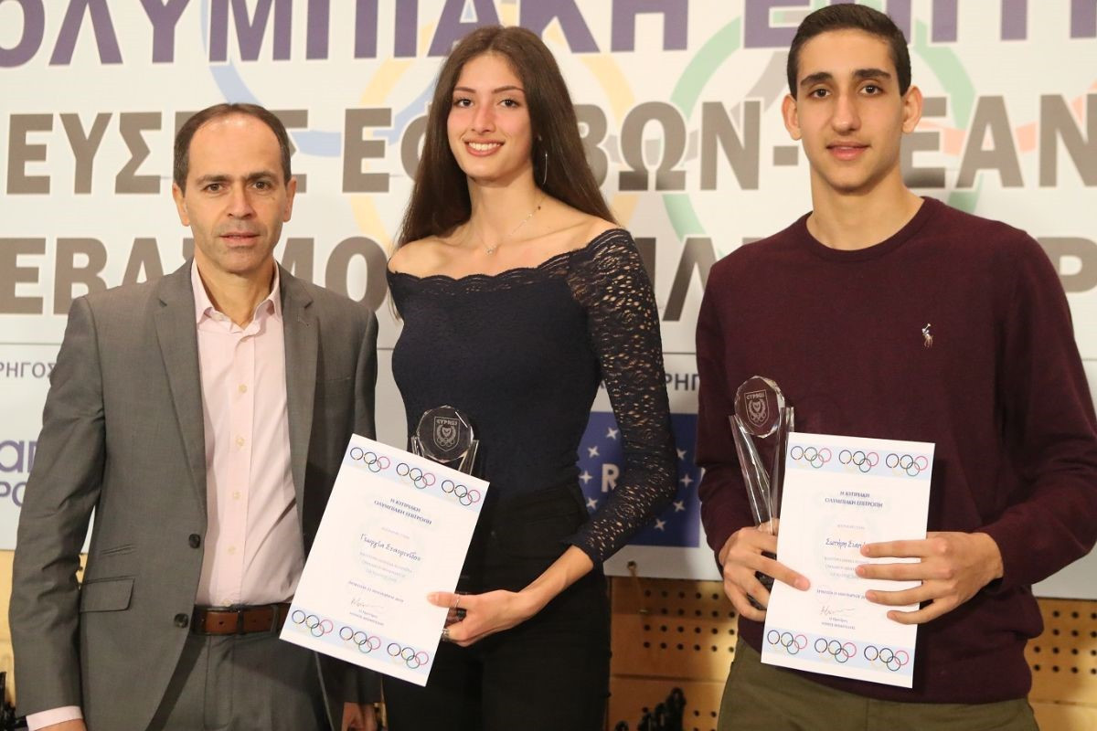Sotiris Siapanis, right, and Georgia Stavrinidou, centre, were named the top young athletes in team sports ©KOE