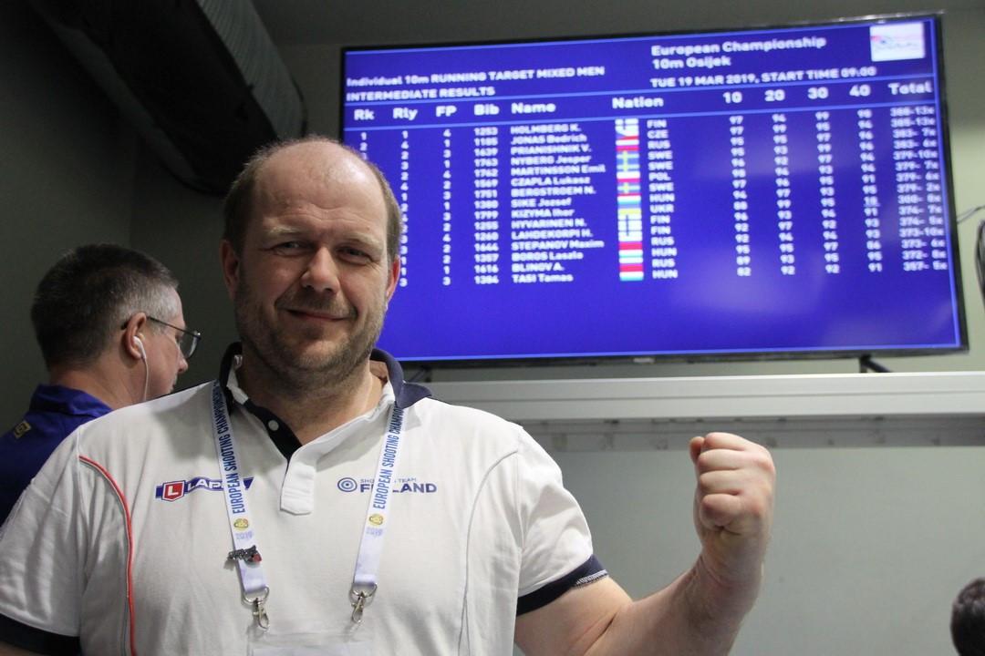 Finland's Krister Holmberg celebrates winning gold ©ESC