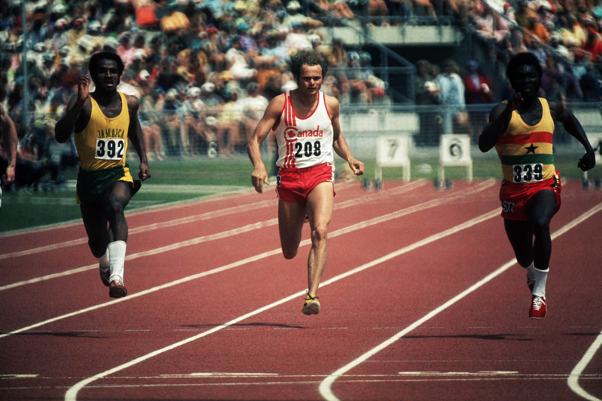 Athletes on the track at the Christchurch 1974 Commonwealth Games, including Don Quarrie, left ©Getty Images