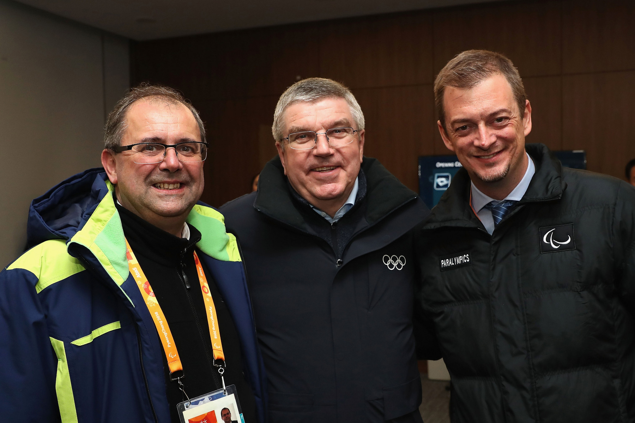 Xavier Gonzalez, left, with IOC President Thomas Bach, centre, and IPC President Andrew Parsons ©Getty Images