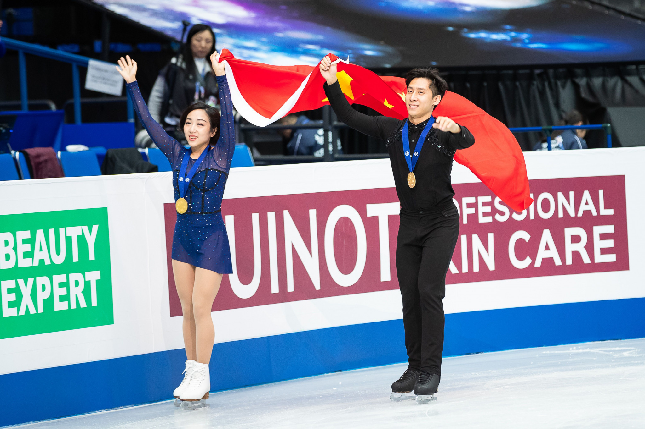 China's Wenjing Sui and Cong Han won pairs gold at the World Figure Skating Championships ©Getty Images