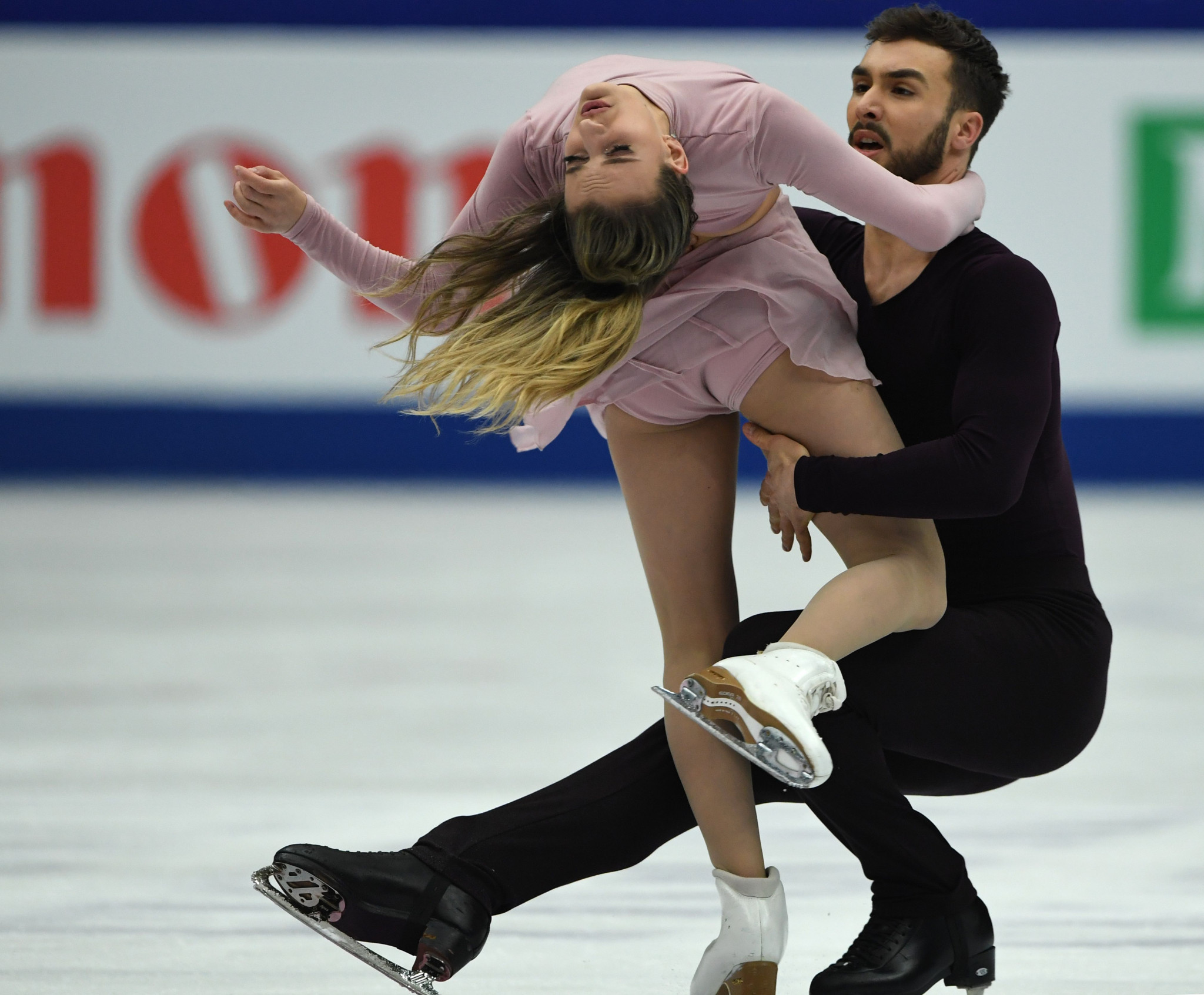Gabriella Papadakis and Guillaume Cizeron of France defended their ice dance title ©Getty Images