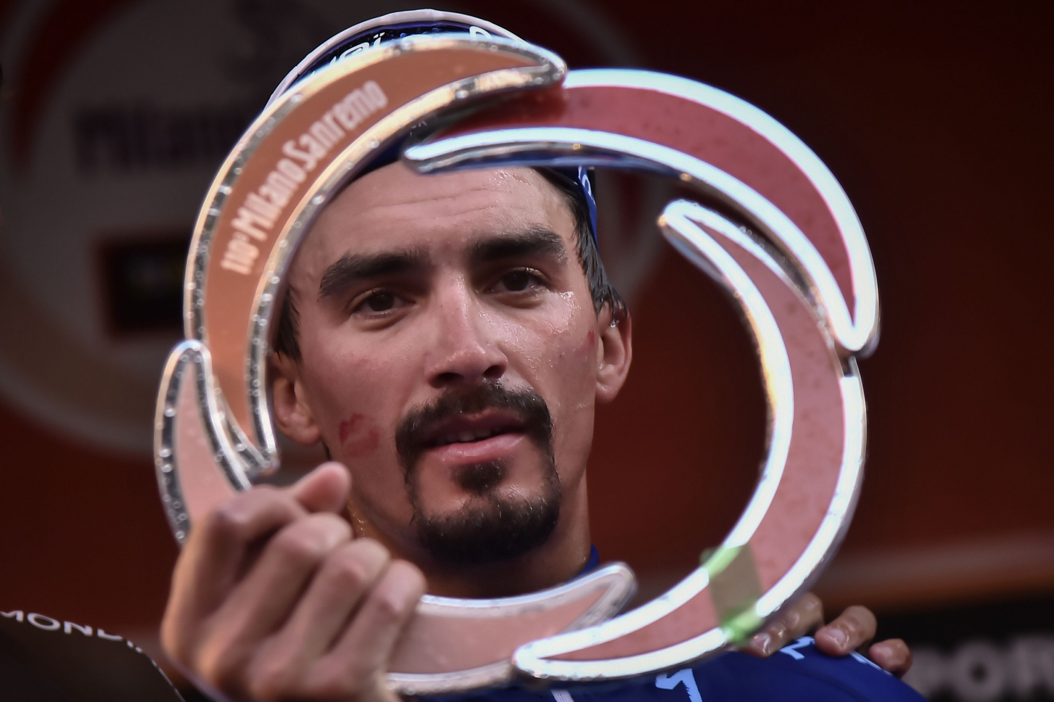Julian Alaphilippe celebrated victory ©Getty Images