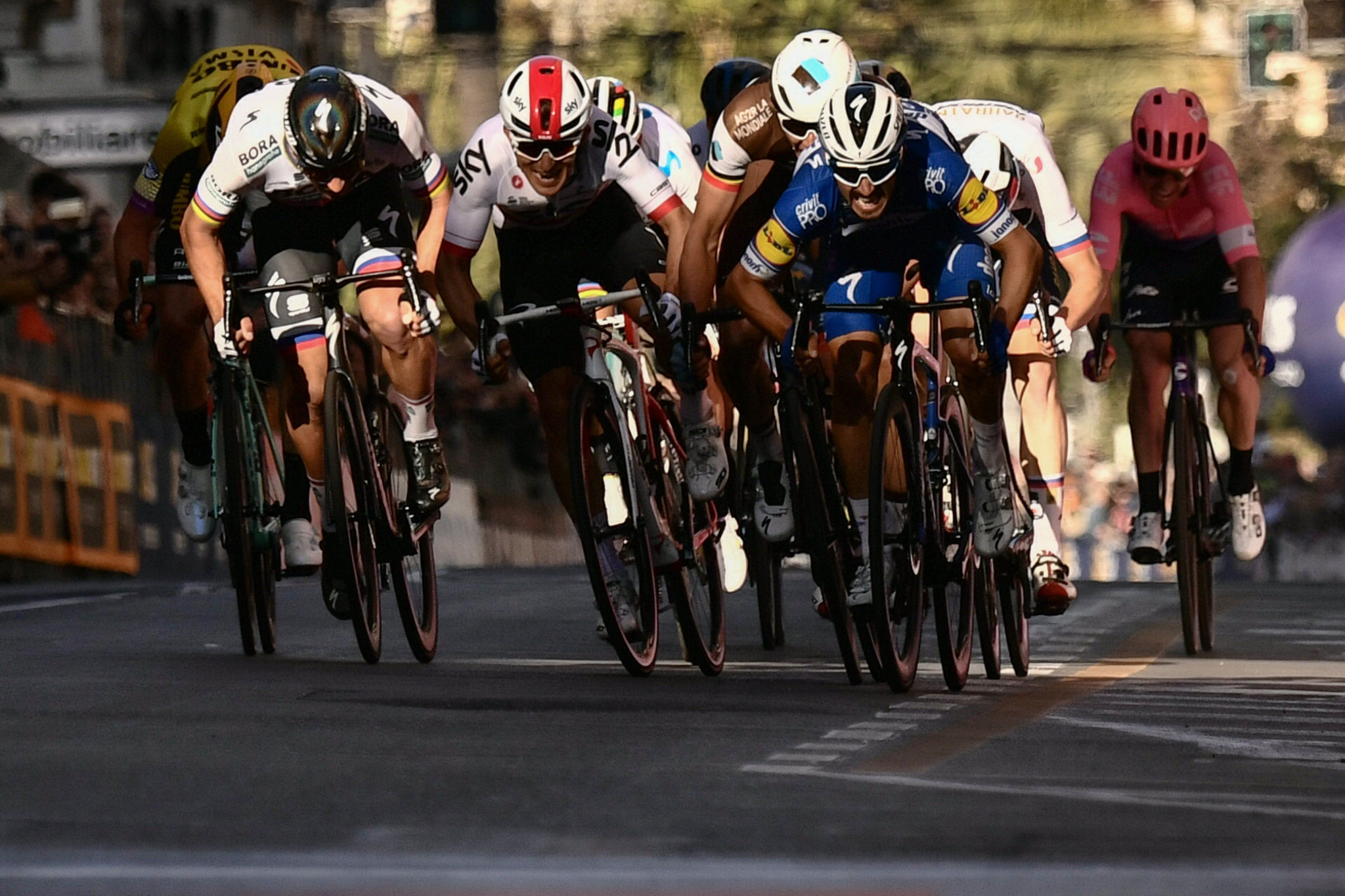 Julian Alaphilippe triumphed in a close sprint finish ©Getty Images