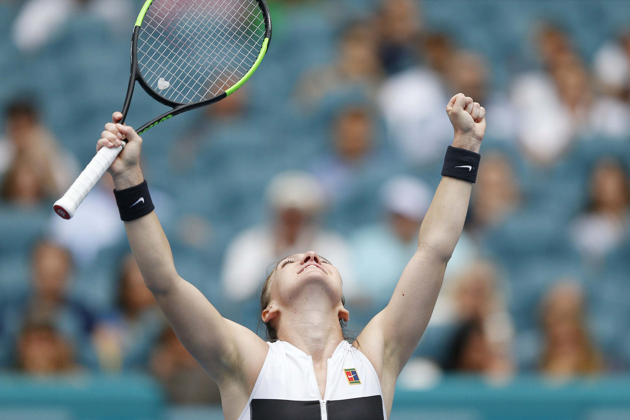 Halep closes in on world number one spot with Miami Open victory