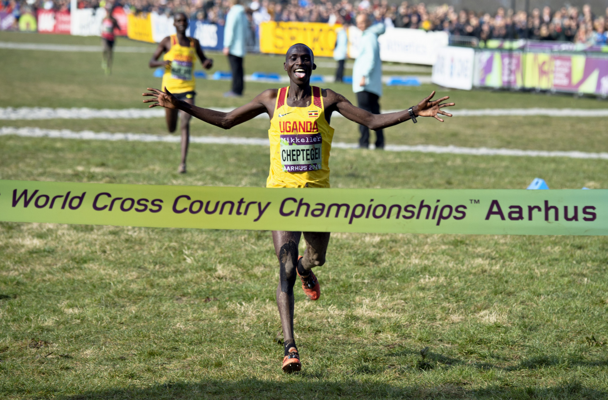 Cheptegei runs to redemption by winning men's elite title at IAAF World Cross-Country Championships