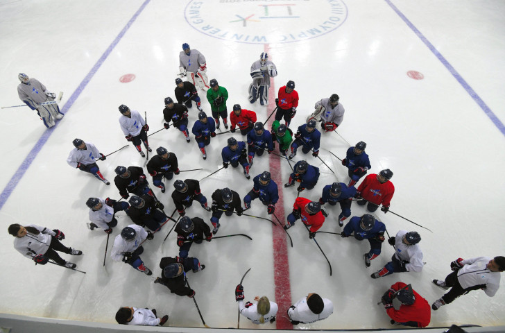Sarah Murray, centre left, head coach of the unified Korean women's hockey team at the Pyeongchang 2018 Winter Games, addresses her players during a training session ©Getty Images