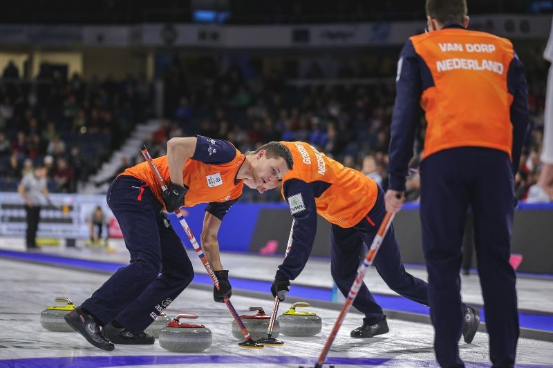 The Netherlands beat Olympic champions the United States in their opening game of the World Men's Curling Championships ©World Curling Championships