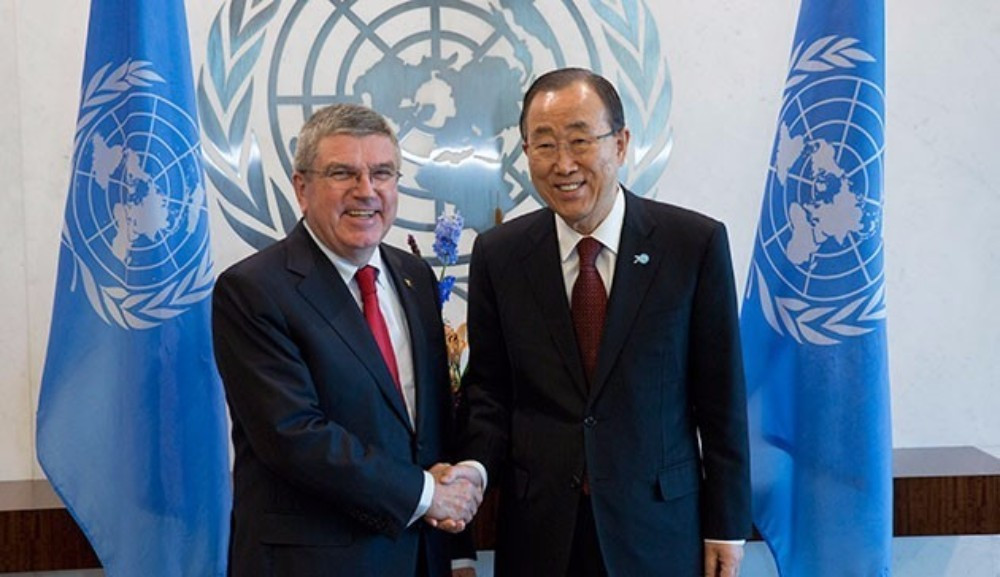 Thomas Bach (left) pictured with United Nations secretary general Ban Ki-moon ahead of today's speech ©IOC