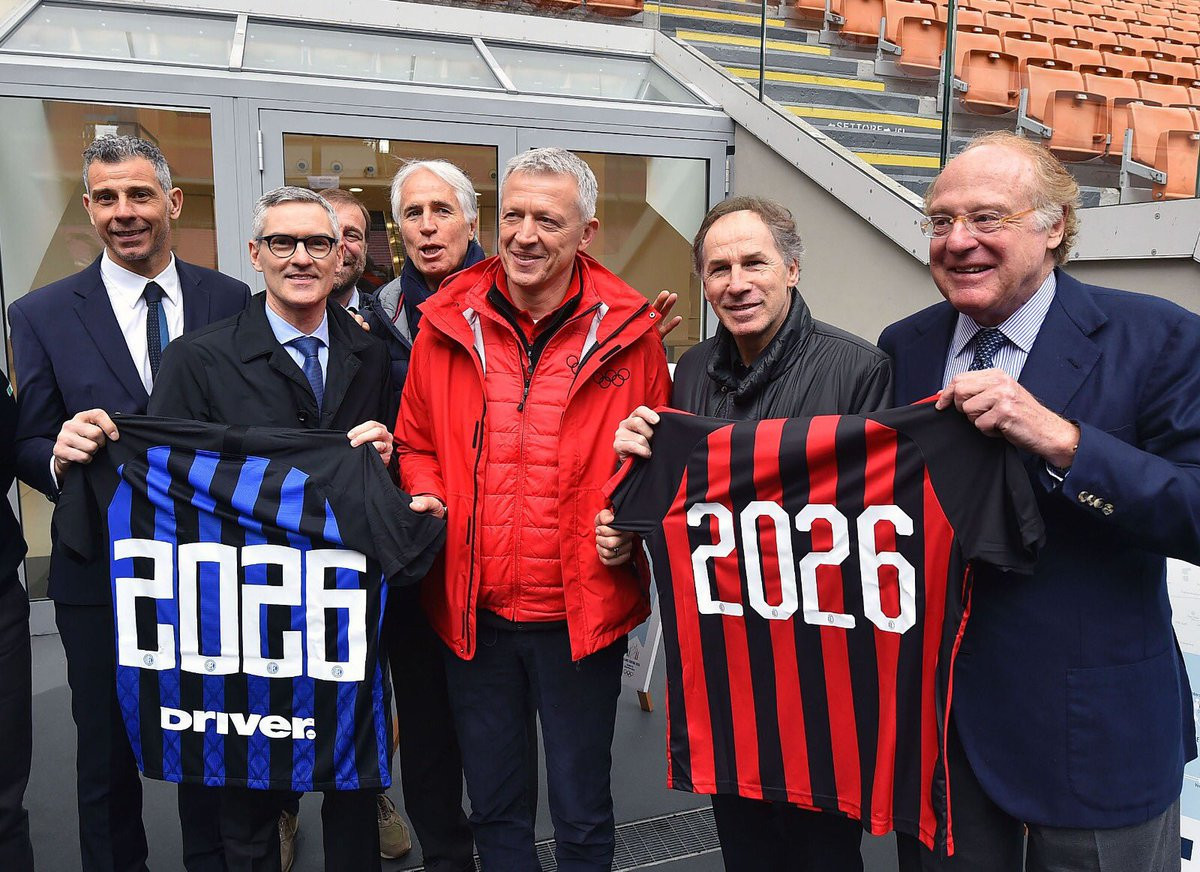 Italian football legends greet IOC Evaluation Commission on visit to San Siro