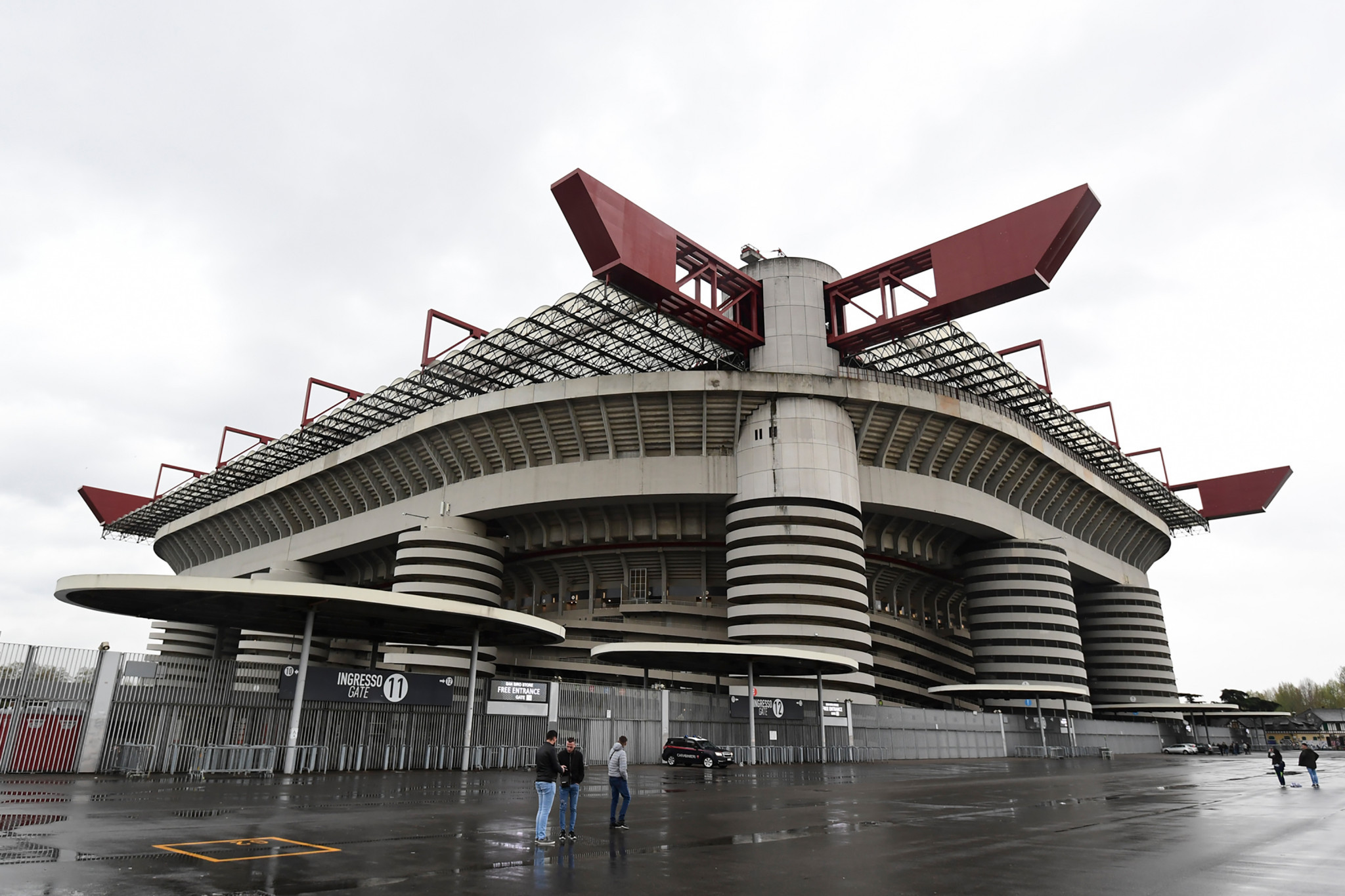 Even in the rain, San Siro was an impressive sight for the IOC Evaluation Commission ©Getty Images