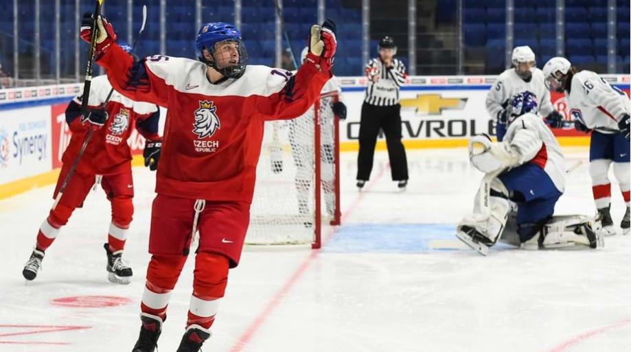 Aneta Lédlová was among the scorers as the Czech Republic beat France 3-1 in Group B ©Matt Zambonin/HHOF-IIHF Images